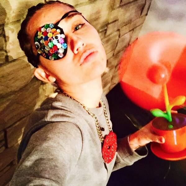 Salut, c'est le capitaine Miley Cyrus !