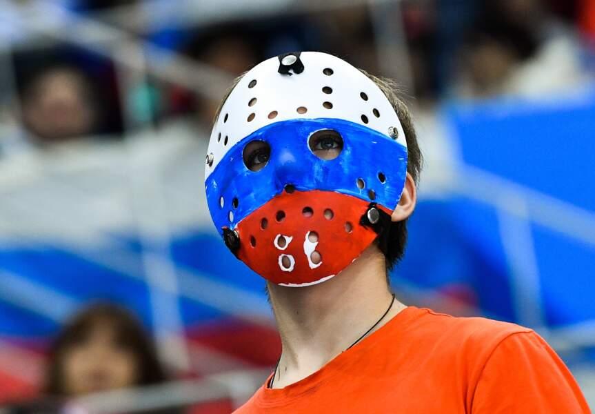 Une version russe de Jason, le personnage de Vendredi 13 (ou juste un fan de hockey)