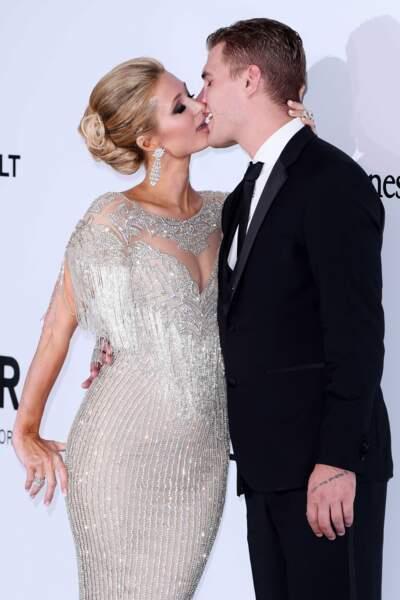 Paris Hilton et Chris Zylka, démonstratifs lors du gala de l'amfAR