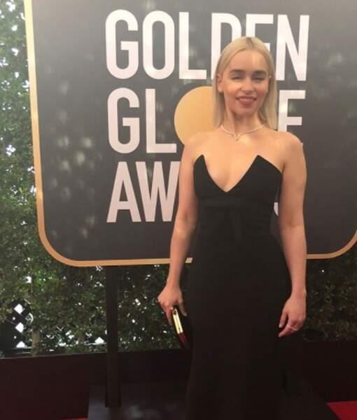 Emilia Clarke remettait un prix en compagnie de Kit Harington, son partenaire de Game of Thrones