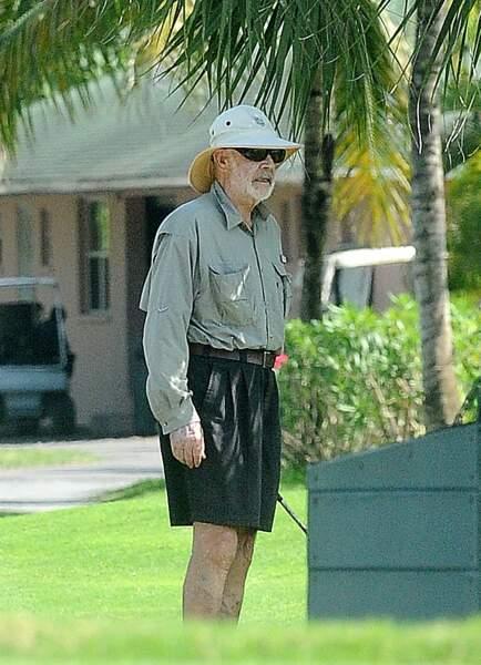 Sean Connery, lui, a opté pour la chemise longue et le chapeau d'Indiana Jones.