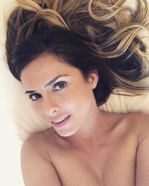 Clara Morgane était nue dans son lit (et avec cette chaleur on aimerait le même programme).