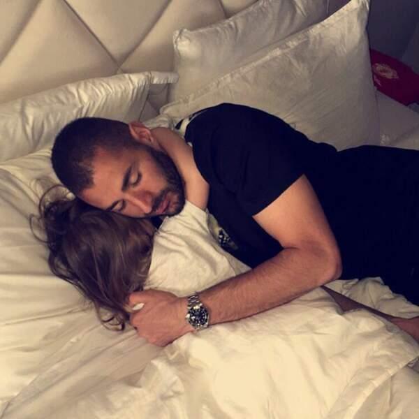 Mignon : gros câlin entre Karim Benzema et sa fille Mélia.
