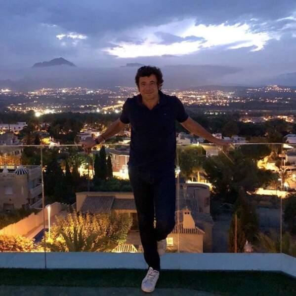 Patrick Bruel se la coulait douce à Alicante.