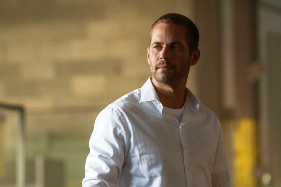 Pour son ultime apparition dans le 7ème opus, l'acteur avait sacrément changé : chemise et cheveux courts !