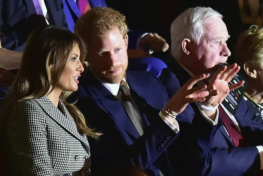 Tandis que son prince faisait la causette à Melania Trump…