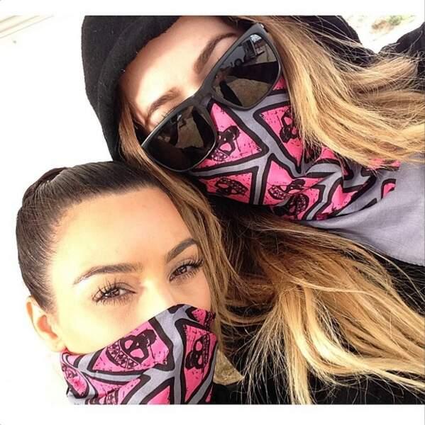 Et on termine par les soeurs Kardashian qui se prennent pour des rebelles....