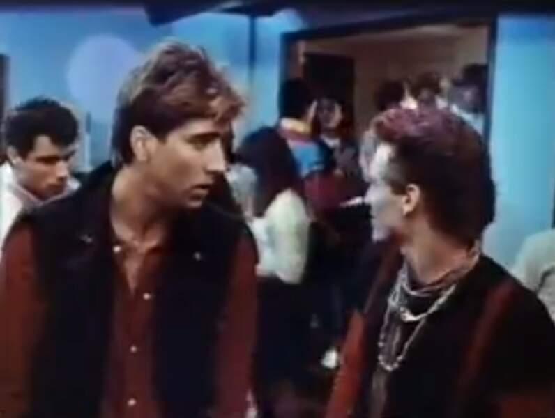 Valley Girl (1983) est l'un des tous premiers films de Nicolas Cage. Et déjà côté cheveux, c'est pas trop ça...