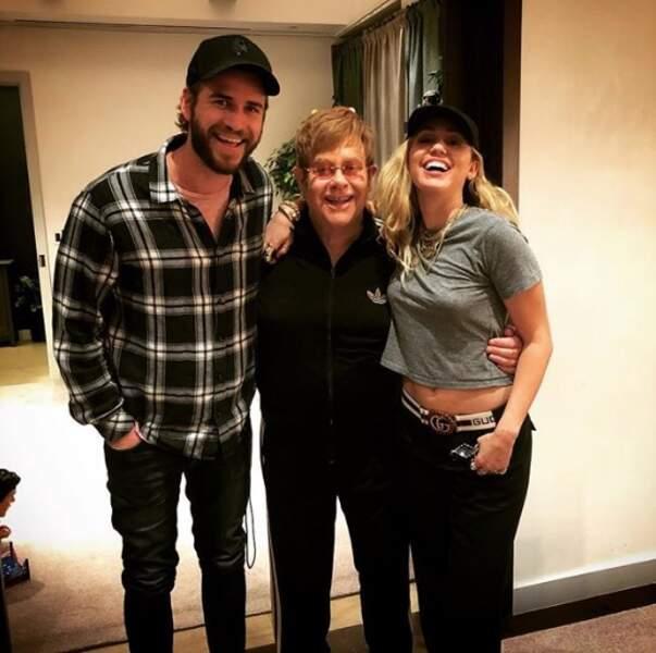 Miley Cyrus et Liam Hemsworth étaient super heureux de rencontrer Elton John.