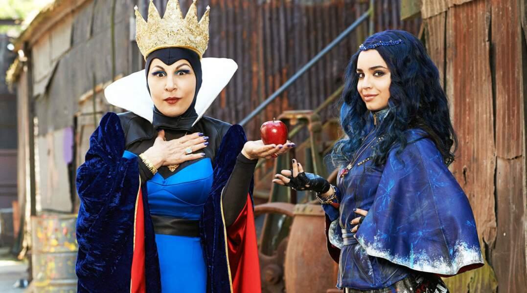 La Méchante reine a toujours une pomme et un miroir à portée de main...