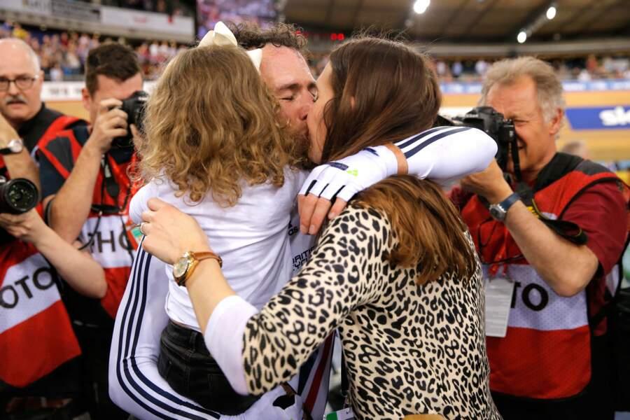 ... Avec son mari Mark Cavendish et leur fille Delilah Grace, ils forment la famille parfaite
