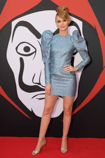 Sans ses boucles blondes, Esther Acebo (Monica) était métamorphosée sur le tapis rouge