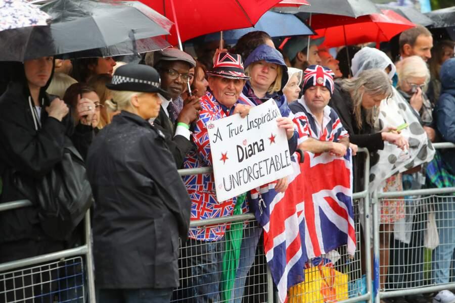 Beaucoup de monde a tenu à honorer la mémoire de la princesse outre-Manche