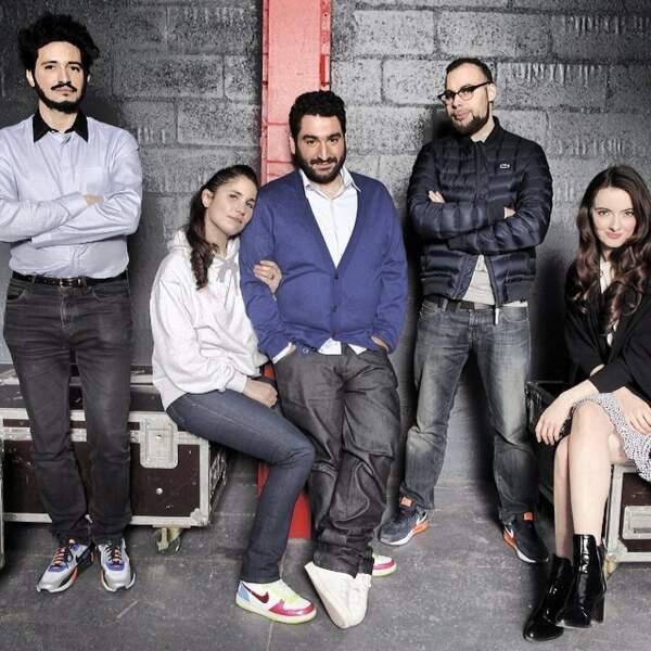 Mouloud Achour, au centre, est l'animateur de Clique.