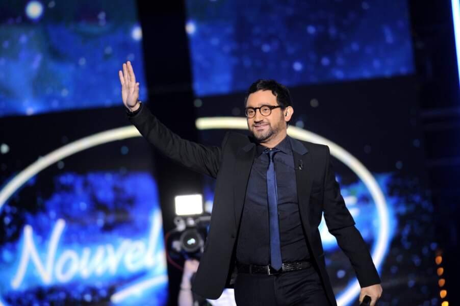 Cyril Hanouna aux commandes de l'émission arborait pour l'occasion de nouvelles lunettes.