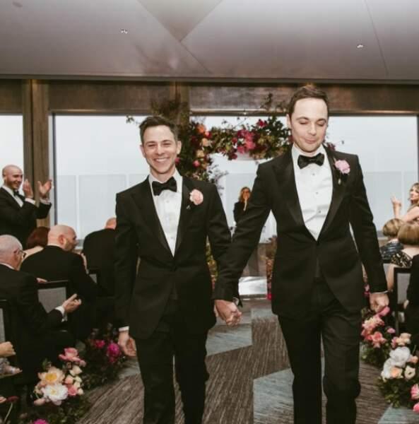 Félicitations à Jim Parsons de Big Bang Theory qui a profité de ses vacances pour se marier avec son compagnon !