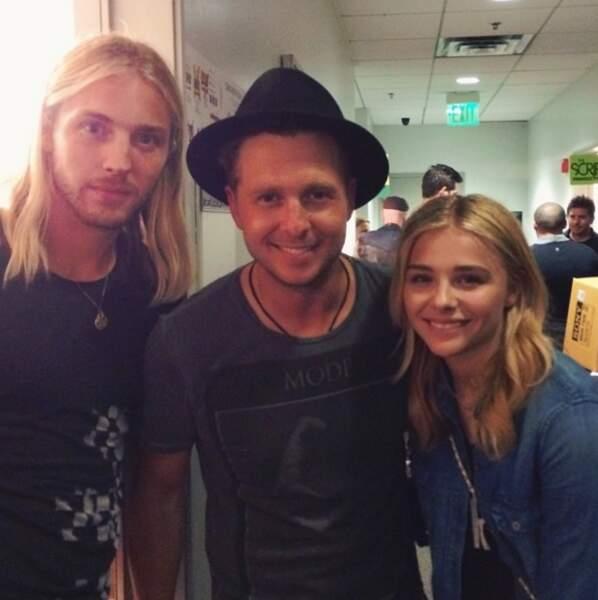 L'actrice adore aller en concert. Hop une photo avec le leader du groupe OneRepublic