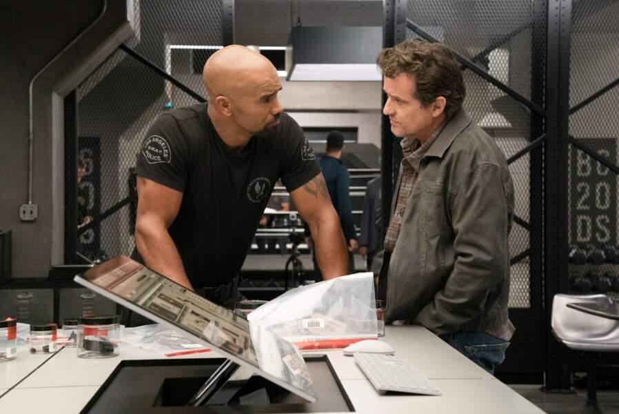 """Louis Ferreira tient le rôle de William """"Buck"""" Spivey, ancien chef de l'unité de S.W.A.T."""