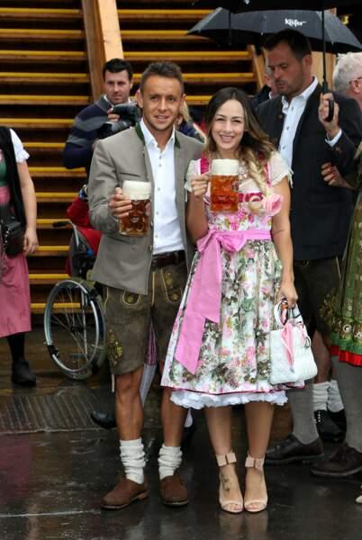 Le joueur brésilien naturalisé allemand Rafinha et sa femme, la ravissante Carolina Santana.