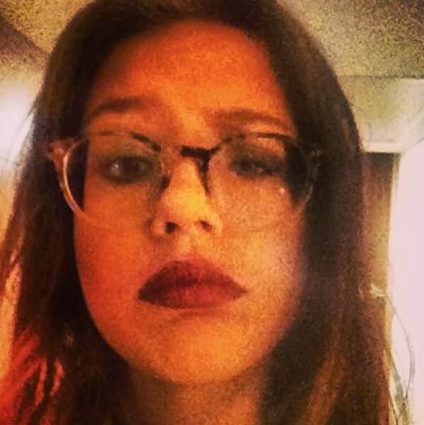 Adèle vous la préférez avec ou sans lunettes ?