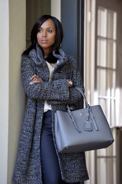 Olivia Pope a un style très particulier aussi pour porter ses sacs à main