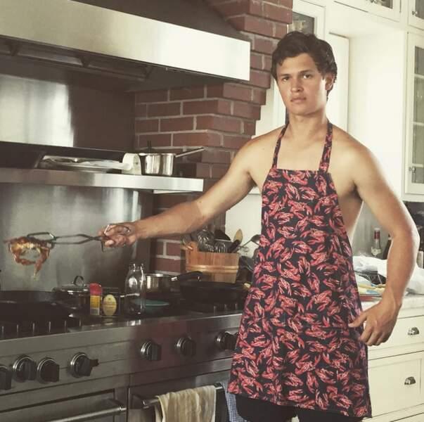 Ansel sait même cuisiner.
