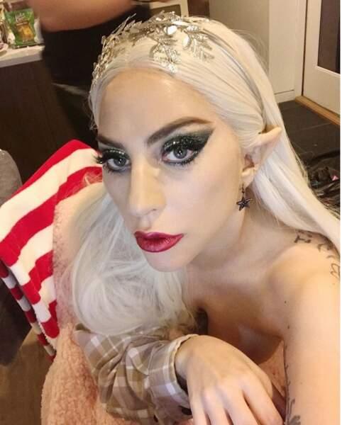 Lady Gaga s'est maquillée.