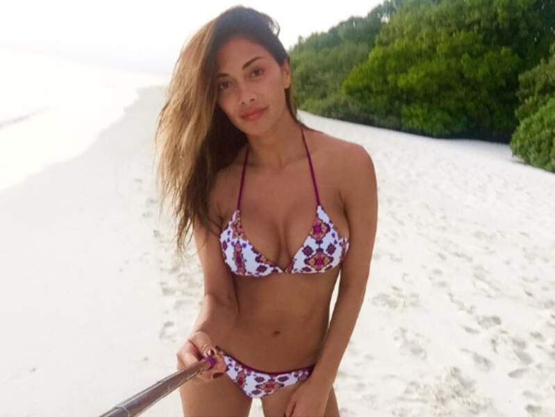 Nicole Scherzinger sans make-up, mais toute bronzée