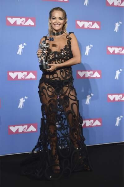 Rita Ora toute en trasparences.