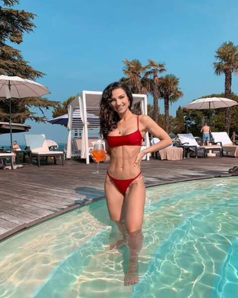 La youtubeuse Sissy MUA ne se laissait pas abattre au Lac de Garde.