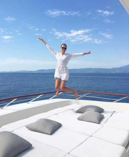 La top-model Natasha Poly a confondu son yatch avec un trampoline en Sardaigne.