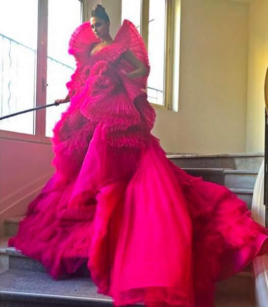 Deepika Padukone a également posté une photo de son incroyable robe qui a fait sensation