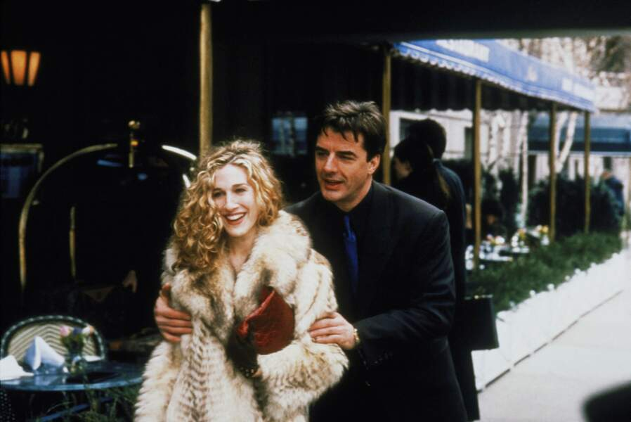 Carrie Bradshaw et son compagnon Mr Big dans la série Sex and the City
