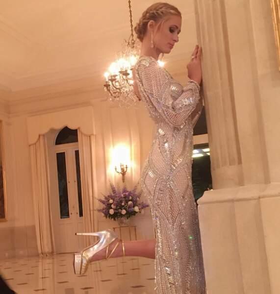 Paris Hilton avait encore tout misé sur le bling-bling. Aïe, nos yeux.