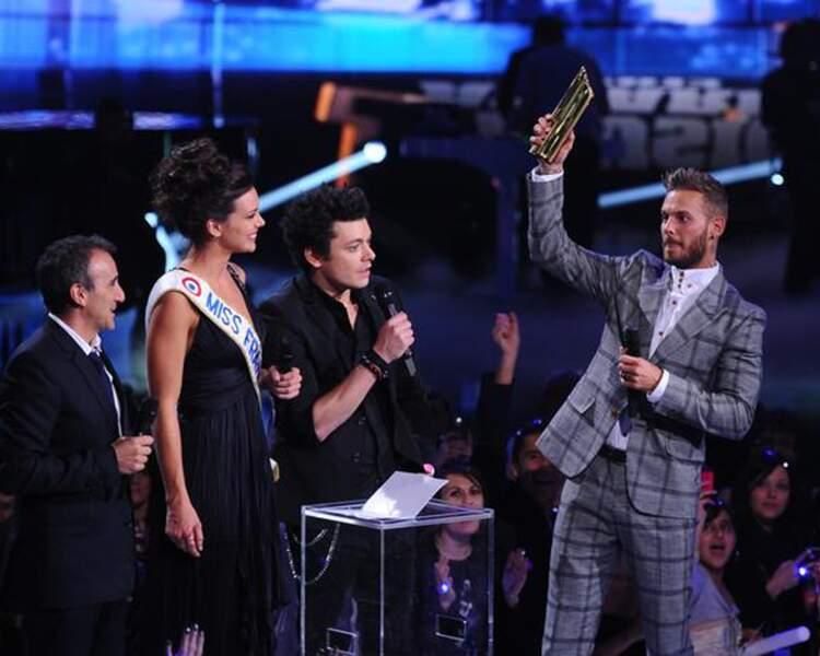 Miss France a remis un trophée à M Pokora, artiste le plus récompensé de l'histoire des NRJ Music Awards.