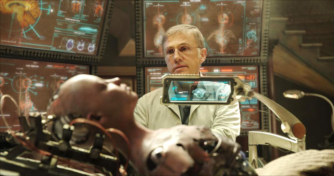 C'est Christoph Waltz qui interprète Dyson Ido.