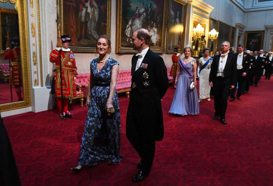 Le prince Edouard, dernier de la fratrie Windsor, se dirige vers le banquet