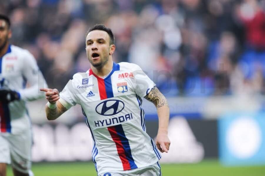 """15. Egratigné par l'""""affaire de la sextape"""", Mathieu Valbuena a un lot de consolation à Lyon : 350 000 € !"""