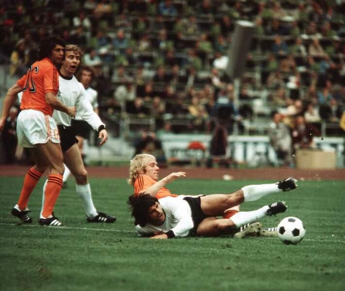 2. Gerd Muller (Allemagne) 14 buts