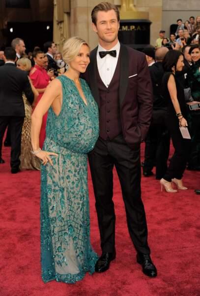 Elsa Pataky, enceinte de jumeaux, au bras de son mari Chris Hemsworth