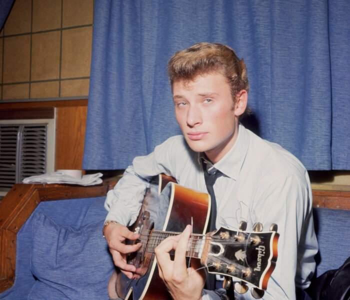 1962 : Plus que la coiffure, c'est la guitare qui fera tomber les filles