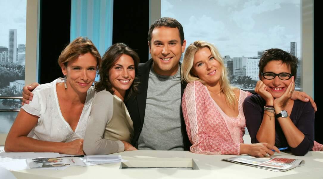 Accompagnée de l'équipe de La Matinale de Canal+ (2005)
