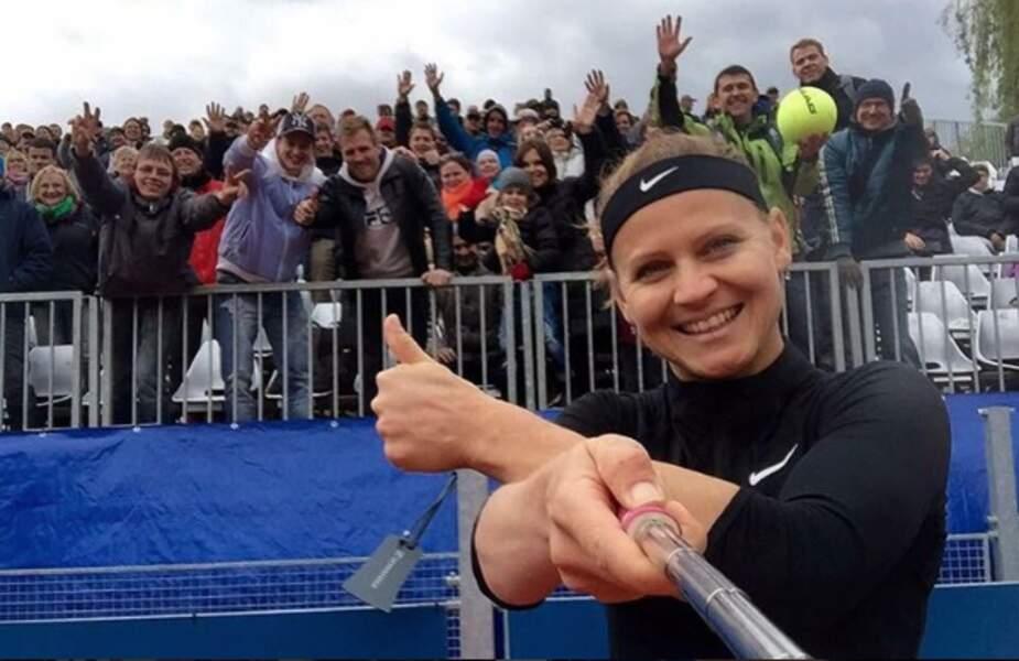 """Lucie Safarova, toujours en mode """"passion selfie"""" pour immortaliser ses victoires (ici à Prague)"""