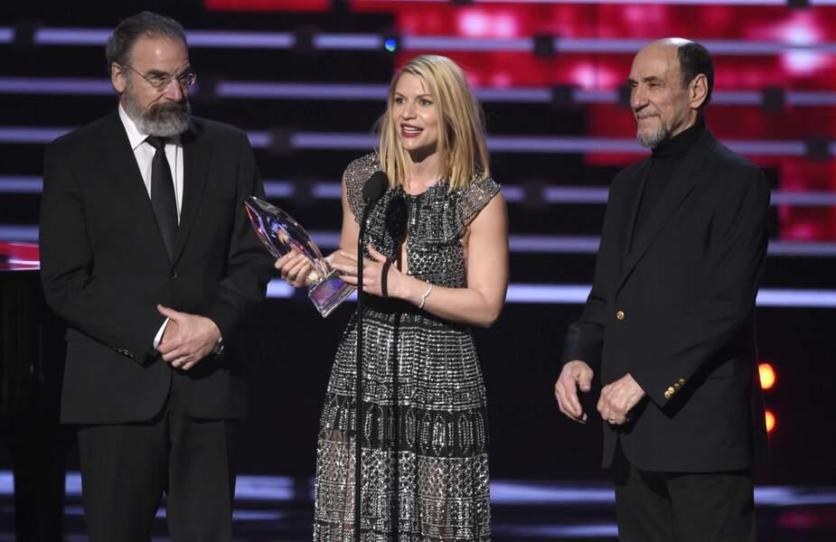 La star de la série Homeland, Claire Danes, reçoit son trophée !