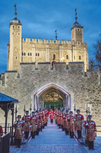 Et la Tour de Londres s'est parée de lumières éclatantes le soir-même