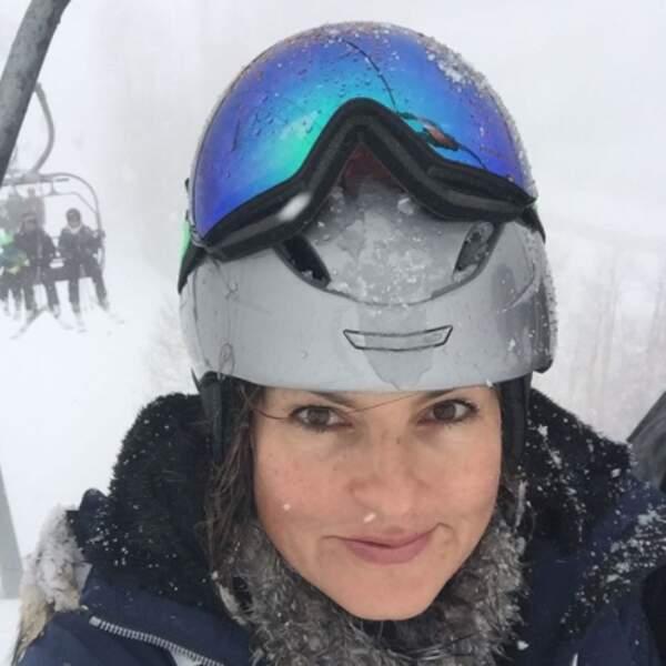 Mariska Hargitay s'ennuyait sur son télésiège alors elle a pris ce selfie.
