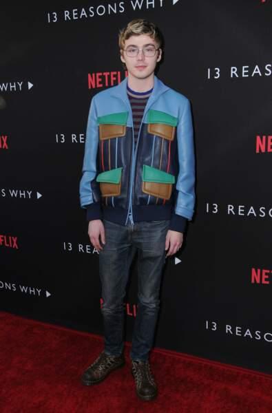 Avec Miles Heizer, l'un des héros de la série, il y avait du look sur le tapis rouge
