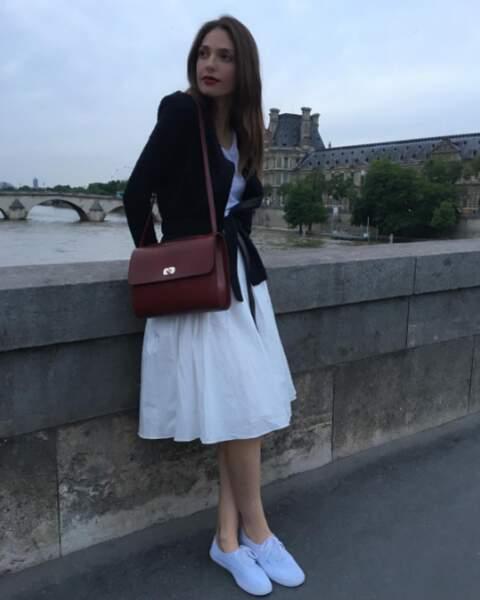 Annabelle aime se balader dans les rues de Paris...