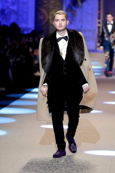 Rafferty Law, le fils de Jude Law et Sadie Frost, défile ici sur le podium de Dolce & Gabbana.