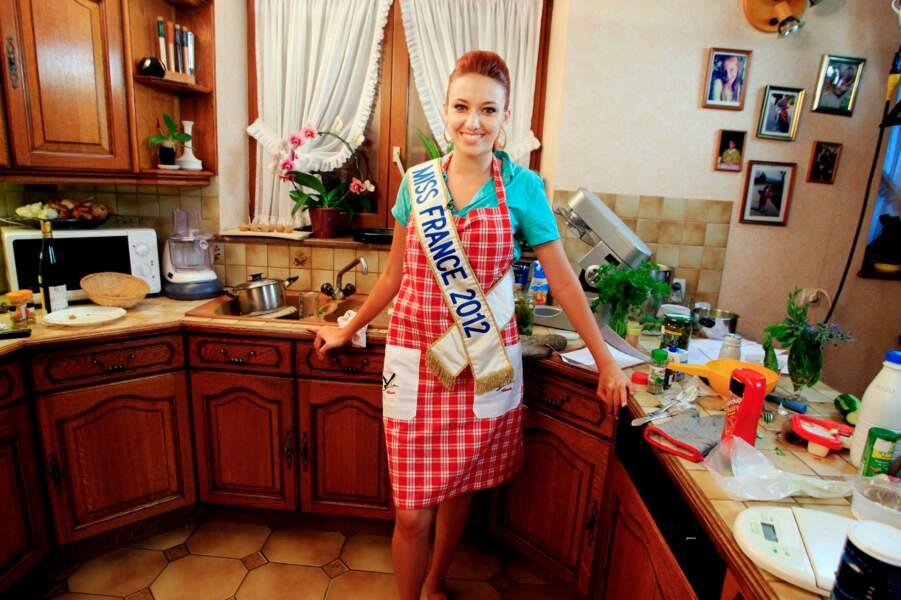 La Miss n'a pas hésité à revêtir son tablier de cuisine